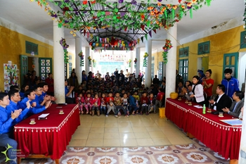 VCIC, MOST, MIC, AND THANH HOA'S YOUTH UNION ORGANIZED THE CHARITY ACTIVITIES BEFORE TET HOLIDAY